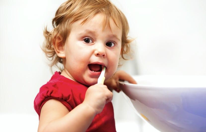 lavar-primeros-dientes