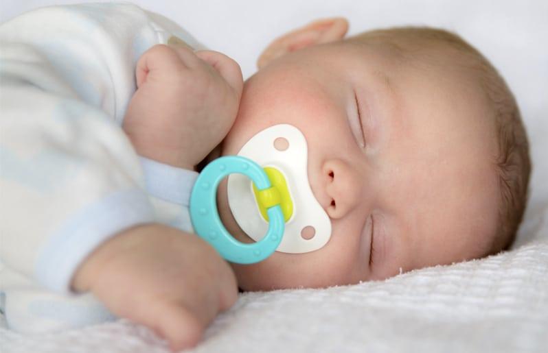Pros Y Contras De Que Un Bebé Use Chupón