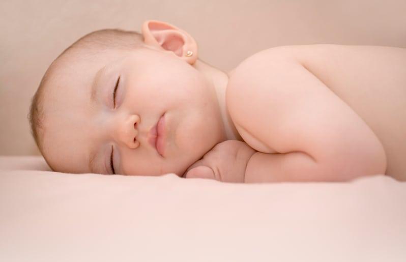 77018dd47e37 La mayoría de las bebés salen del hospital con aretes porque casi siempre  se recomienda que sea en el hospital y a días de nacida