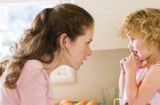 mama hablando con su hija