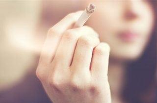 embarazada fumando