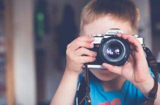 nino tomando foto