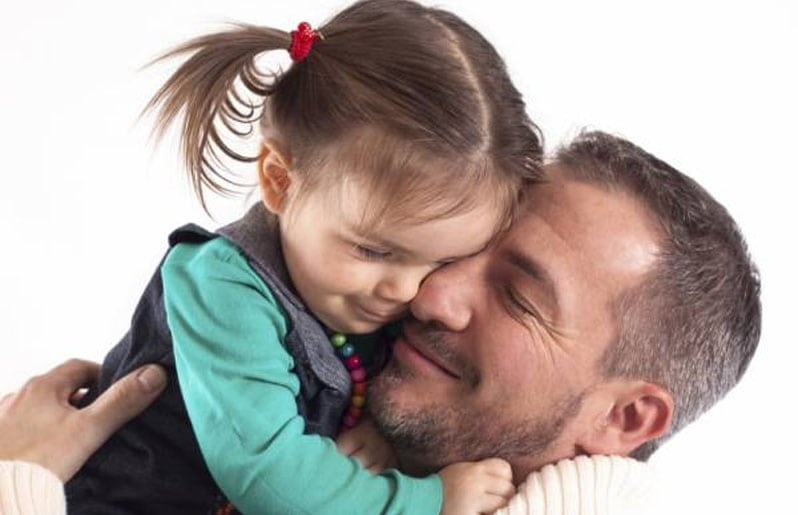 nina con su papa