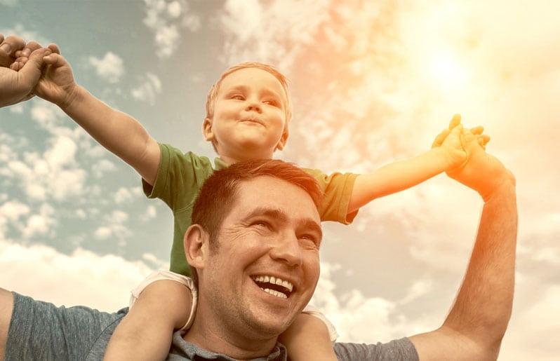 papa con su hijo
