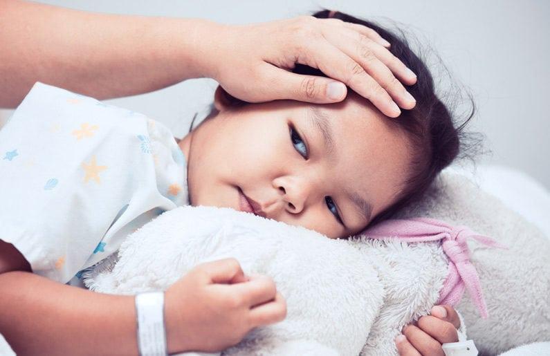 golpes en la cabeza niños y fiebre