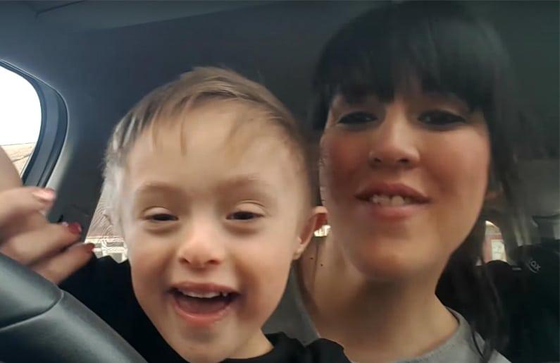 50-mamas-y-50-ninos-realizan-un-carpool-karaoke-por-el-dia-mundial-del-sindrome-de-down-03