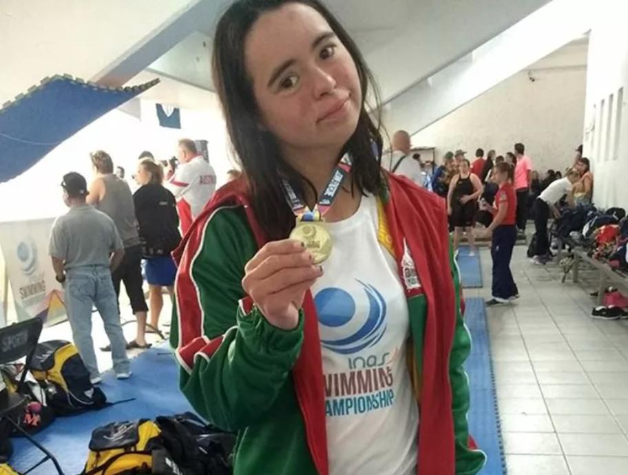 Dunia Camacho Marenco - Campeona en natación