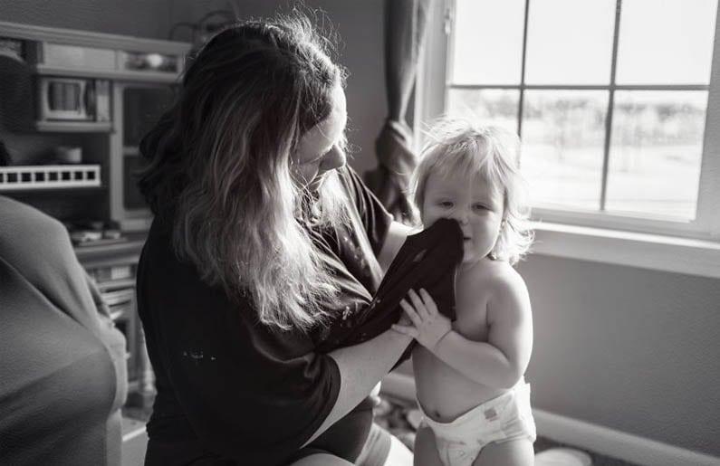 La maternidad es limpiar los mocos con tu playera