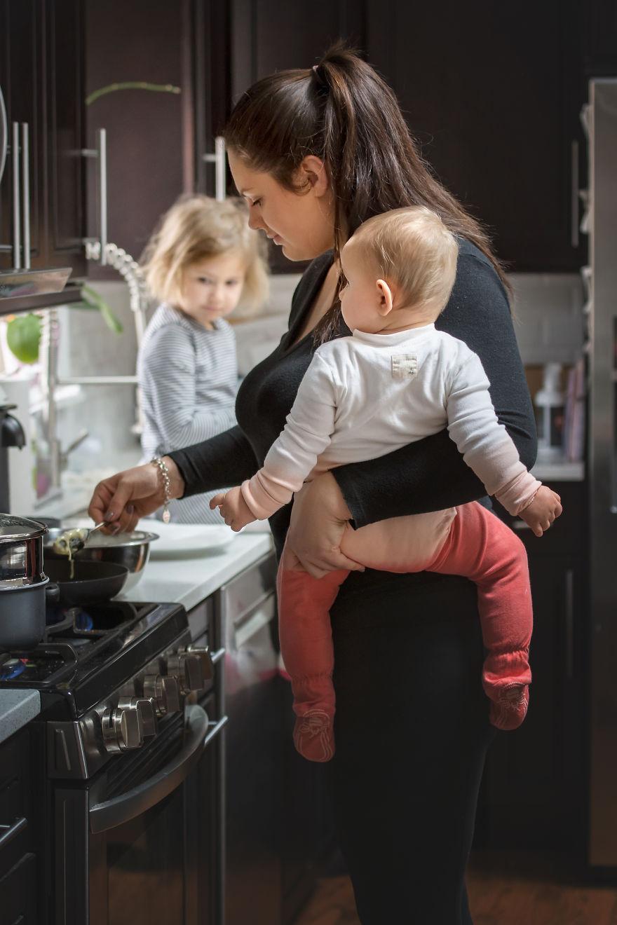La maternidad es cocinar con una mano