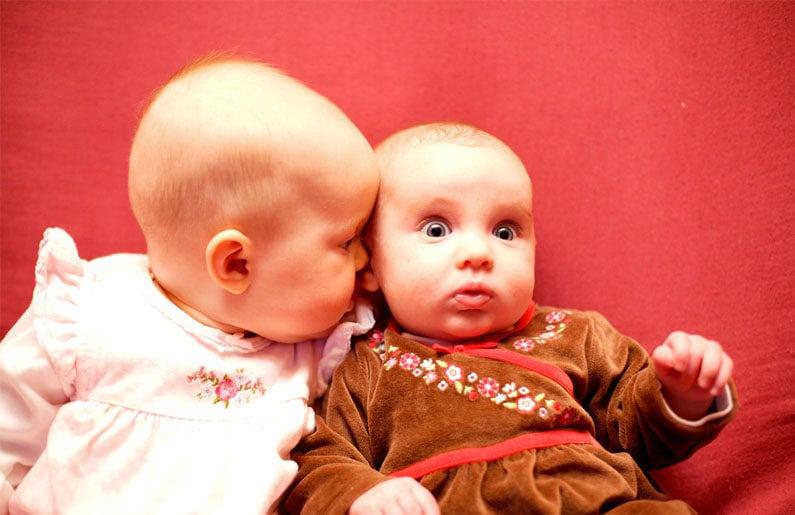 los-bebes-prefieren-escuchar-a-otros-bebes-que-a-un-adulto