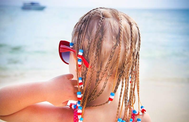 debo-dejar-que-mi-hija-se-haga-trencitas-en-la-playa