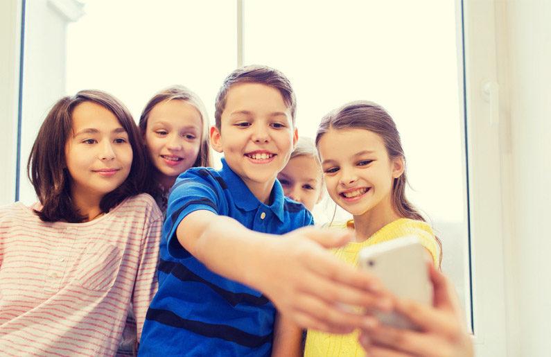 el riesgo de que los niños se tomen selfies