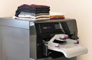la maquina que plancha, dobla y aromatiza la ropa