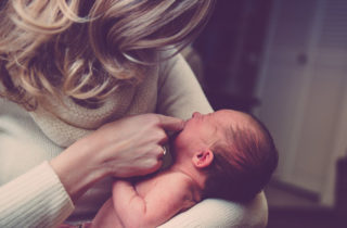 vómito del recién nacido