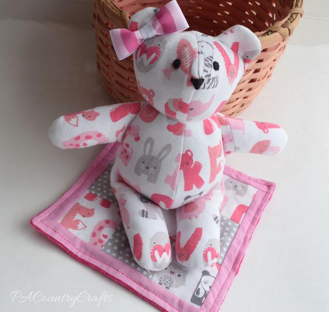 ¿Cómo hacer un oso con el mameluco de tu bebé?