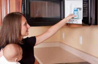 no debes calentar la comida en trastes de plástico