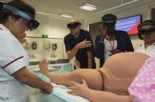 Estudiantes de obstetricia atienden partos con realidad virtual y aumentada