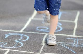 Ideas para jugar en casa con los pies