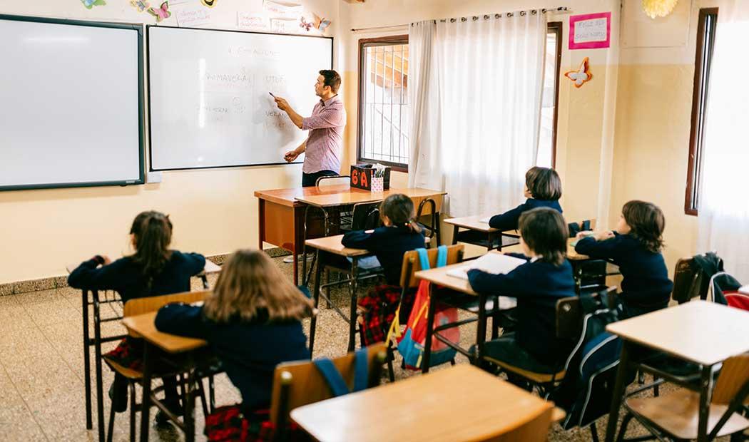 Escuelas particulares regresan a clases presenciales en marzo